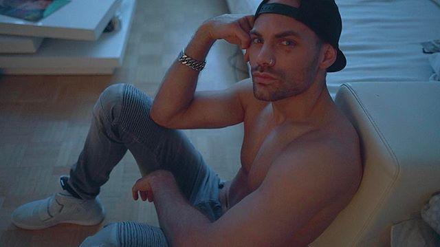 #shooting #Fabian #screenshot #model #malemodel #thinkingmode #köln #instamood #mood #snapbag #jeans