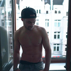 #shooting #Fabian #screenshot #model #malemodel #topless #bodybuilding #köln #instamood #mood #snapb
