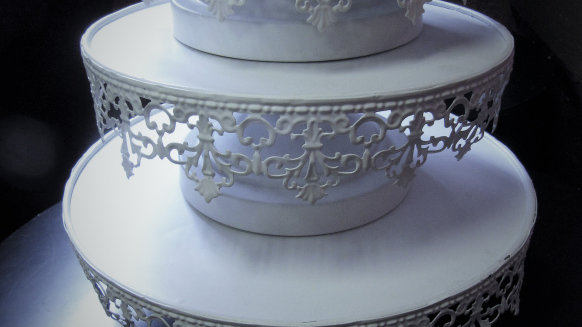 Cake/Cupcake stand (3-tiers)
