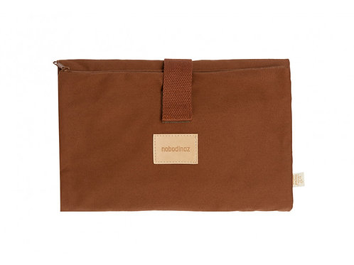 Tapis à langer imperméable Baby on the go • clay brown-nobodinoz