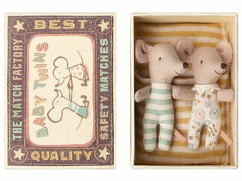 """Petites souris jumeaux dans leur boîte """"Maileg"""""""