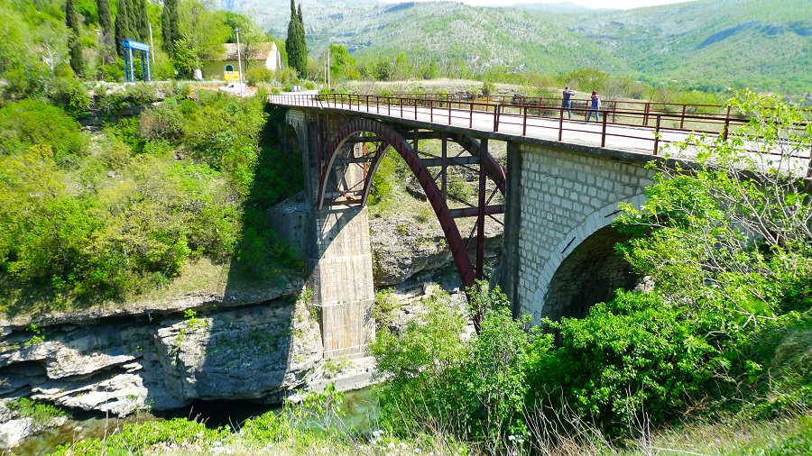 каньон реки Морача, в каньоне реки Морача, экскурсии в каньоны Черногория,  тур по каньонам Черногории