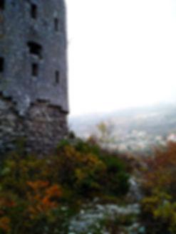 Стены крепости космач на Браи