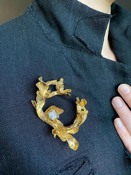 Gold brooch with rose quartz.jpeg