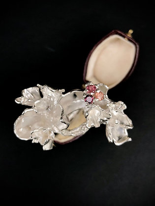 Silver trio of pinks petal ring