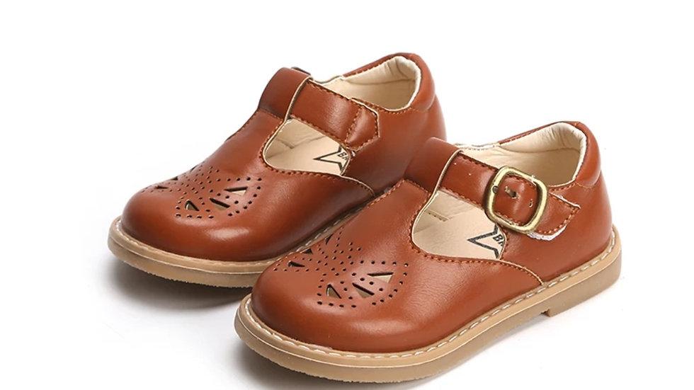 Retro shoes in camel colour