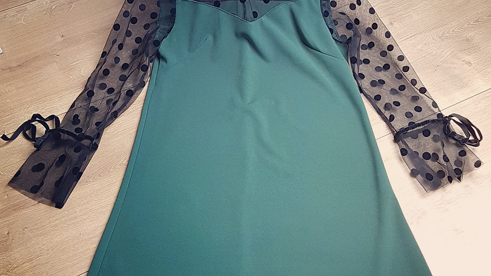 Green retro dress with dotted tulle sleeves