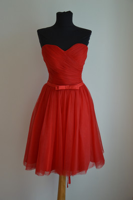 Megi piros menyecske ruha