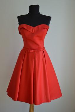 Anikó piros menyecske ruha