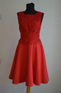 Kitti piros, pántos menyecske ruha