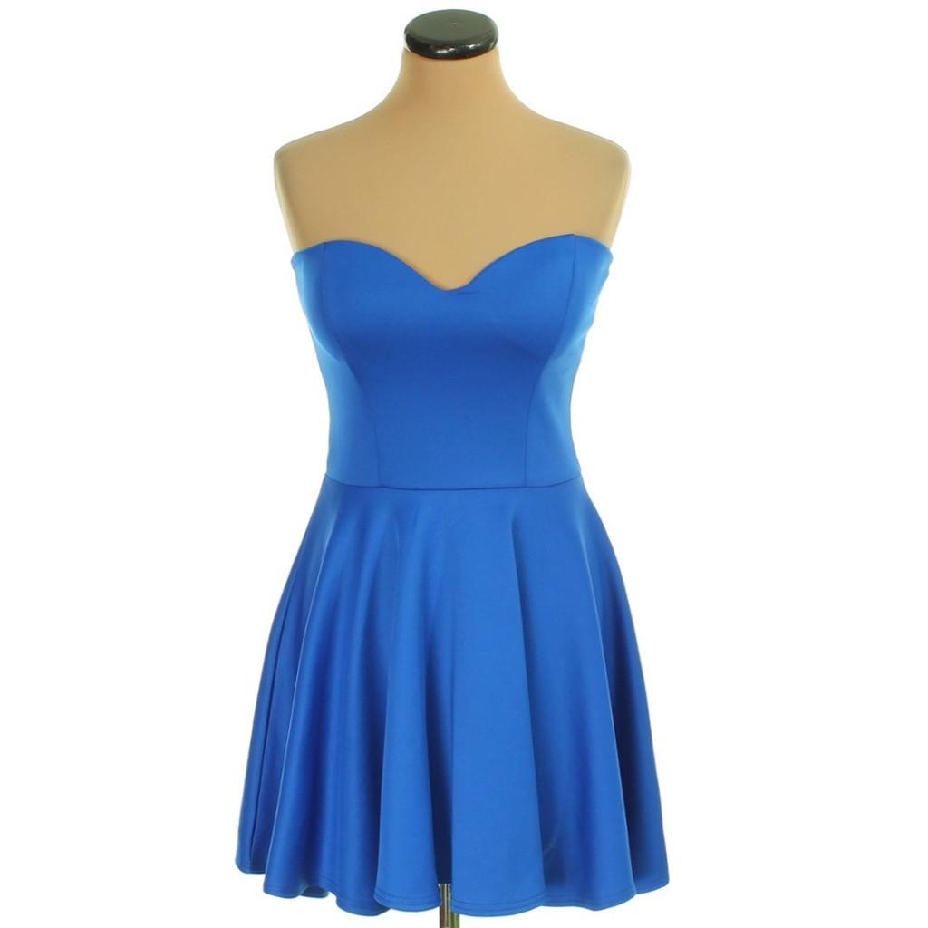 Kék pántnélküli ruha