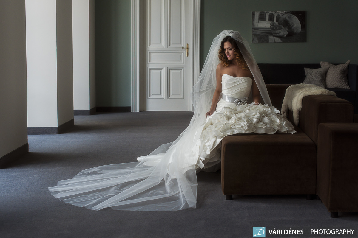 Laura hosszú menyasszonyi fátyol