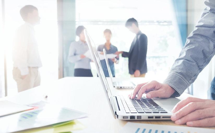 startups-business-teamwork-meeting.jpg