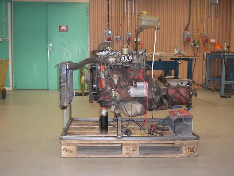 051212_enginestand.jpg