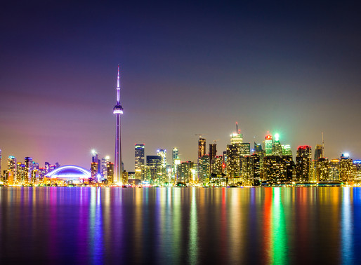 THE FOOD & SERVICE ARE TOPS – AND SO IS THE VIEW AS TORONTO LIGHTS UP FOR DINNER — Toronto Savvy