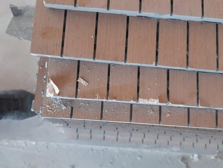 Сколы по периметру при отсутствии армирующей кромки на панелях!
