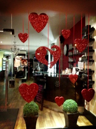 valentine-window-display-318x425