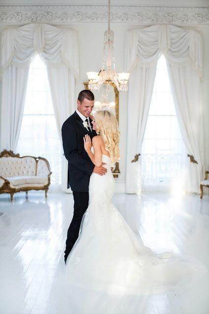 Best wedding shots. Beautiful wedding couple