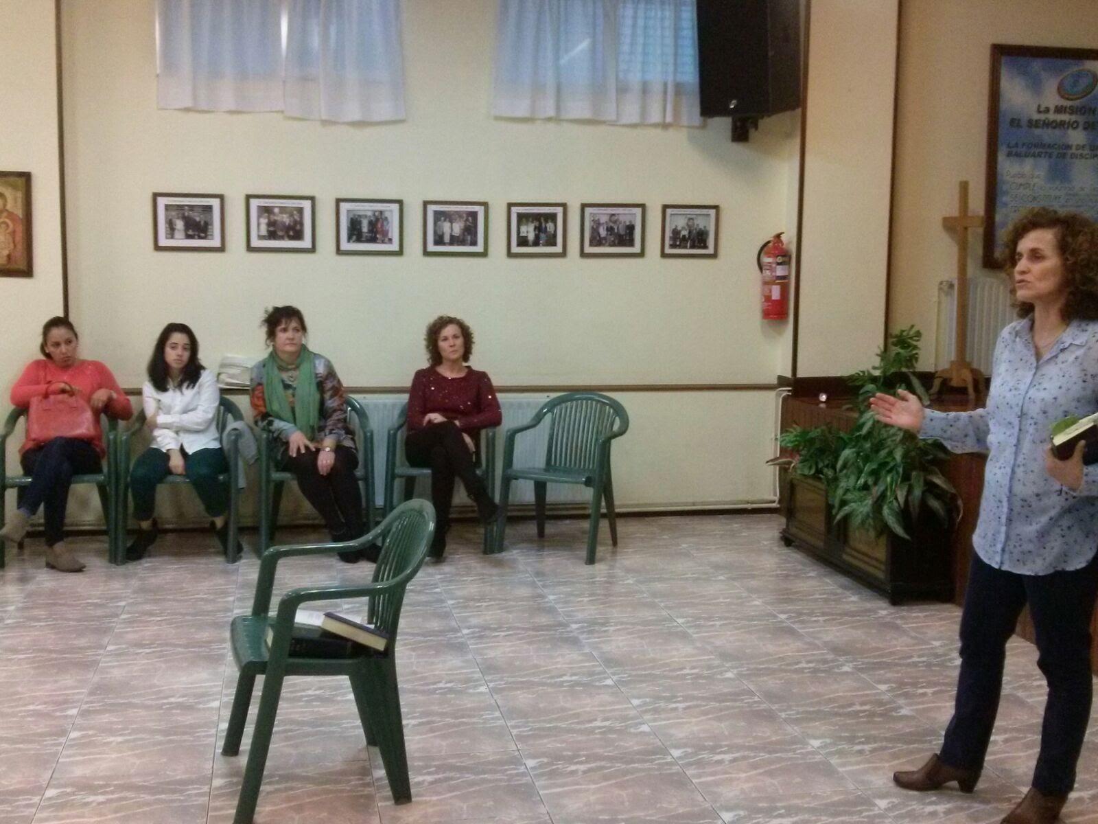 2015.11.14 -Actividad Evangelística de Hermanas (2).jpg