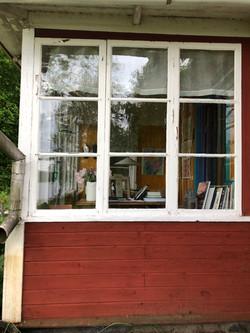 Fönsterrenovering_och_falurödfärg_inn