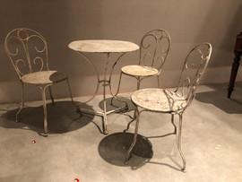 Table and 3 chairs £260