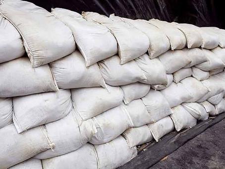 Como fabricar una barrera anti inundaciones con sacos de arena