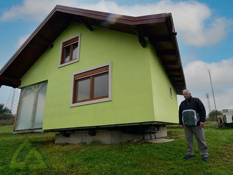 Un hombre construye una casa giratoria para que su esposa tenga mejores vistas