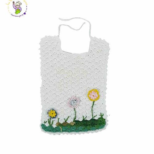 Bavaglino in cotone ad uncinetto, bianco con decorazioni floreali