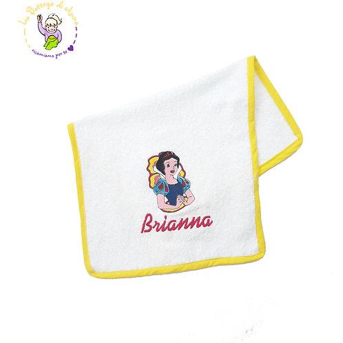 Asciugamano in spugna di cotone bianco con ricamo Biancaneve, bordo giallo