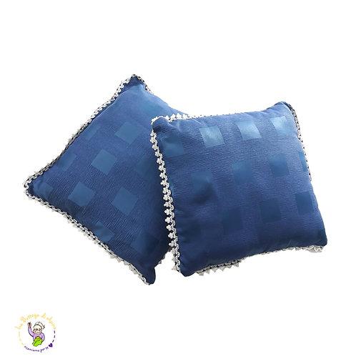 Cuscino blu in cotone lucido damascato a quadri