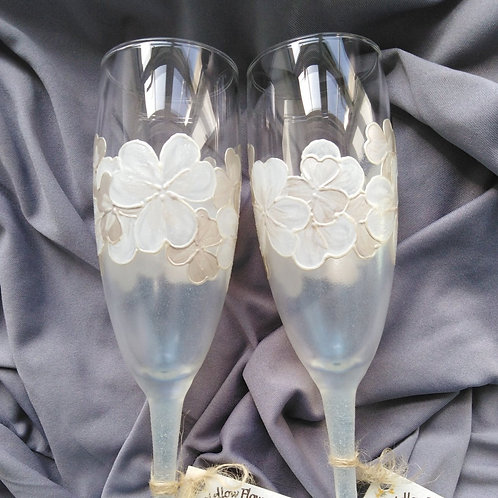 Set of 2 X Hand Painted 'Frosted Shamrock' Classic Champagne Flutes