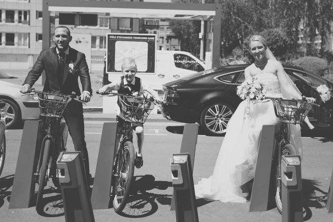photo de couple mariage vélo