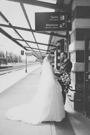 photo de couple mariage gare