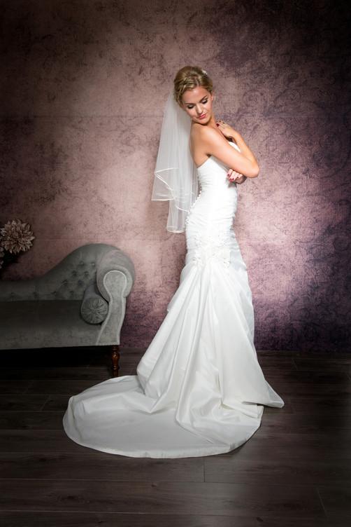 Waist length veil with ribbon edge