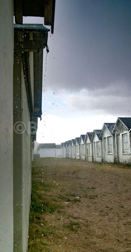 Cabines de Carolles sous la pluie