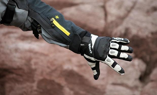 racer-gloves-guide-3-1024x683.jpg
