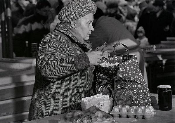 bratislava market shopper_II.jpg