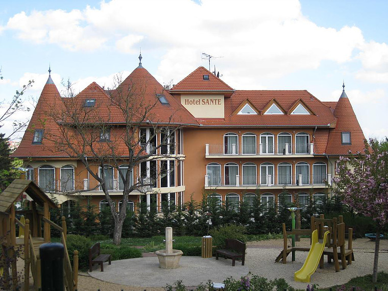 Hotel Sante.jpg
