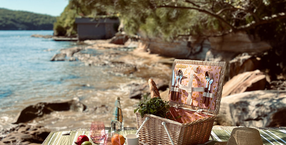 CALL OF THE WILD ECO PICNIC BASKET FOR TWO