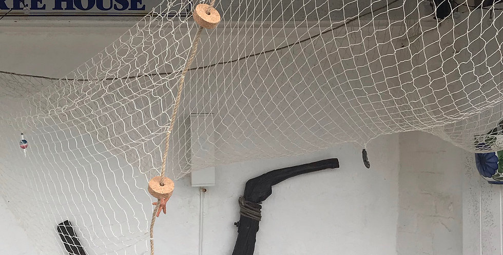 DECORATIVE FISHING NET WITH SEASIDE DECORATIONS