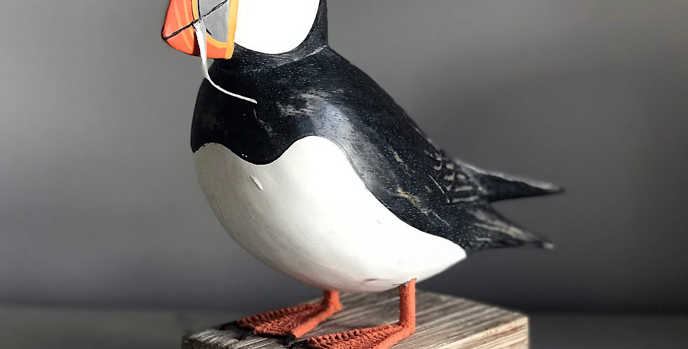 PUFFIN WITH FISH LARGE BIRD HAND CARVING - CRACKED TAIL