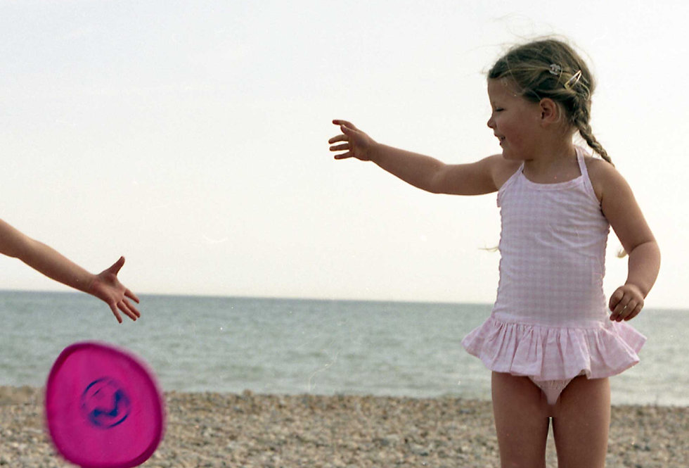 EASY TO USE POCKET FRISBEE