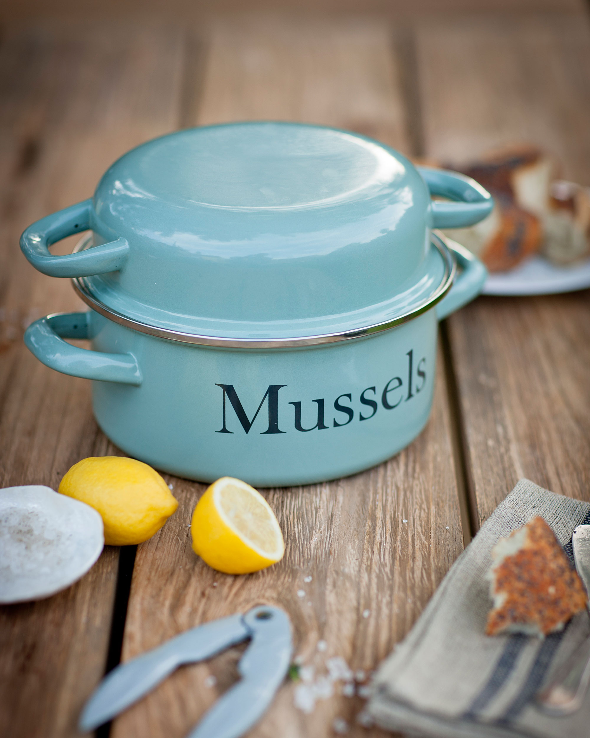 ENAMEL MUSSEL POT - AVAIABLE IN TWO COLO