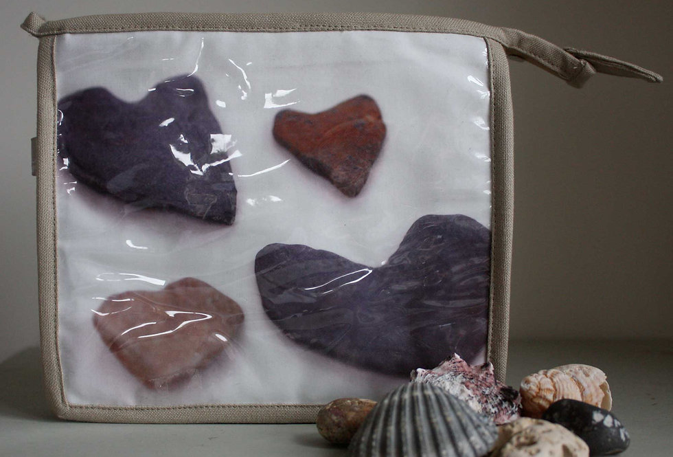 HEART STONES WASH BAG