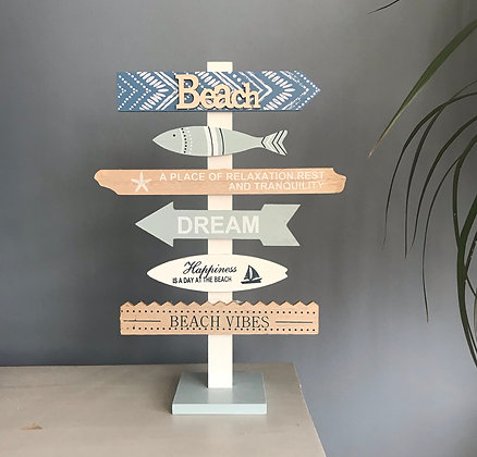 BEACH ARROWS SIGNPOST