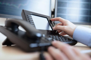 The Benefits that VoIP Phone Systems Bring to Small Businesses