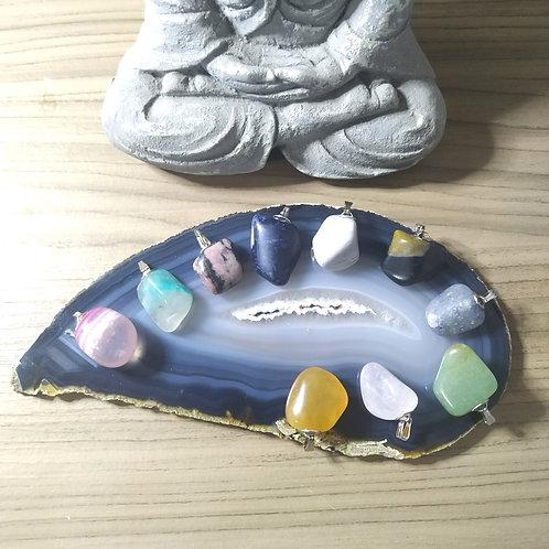 Pacote com 10 pingentes de cristais sortidos