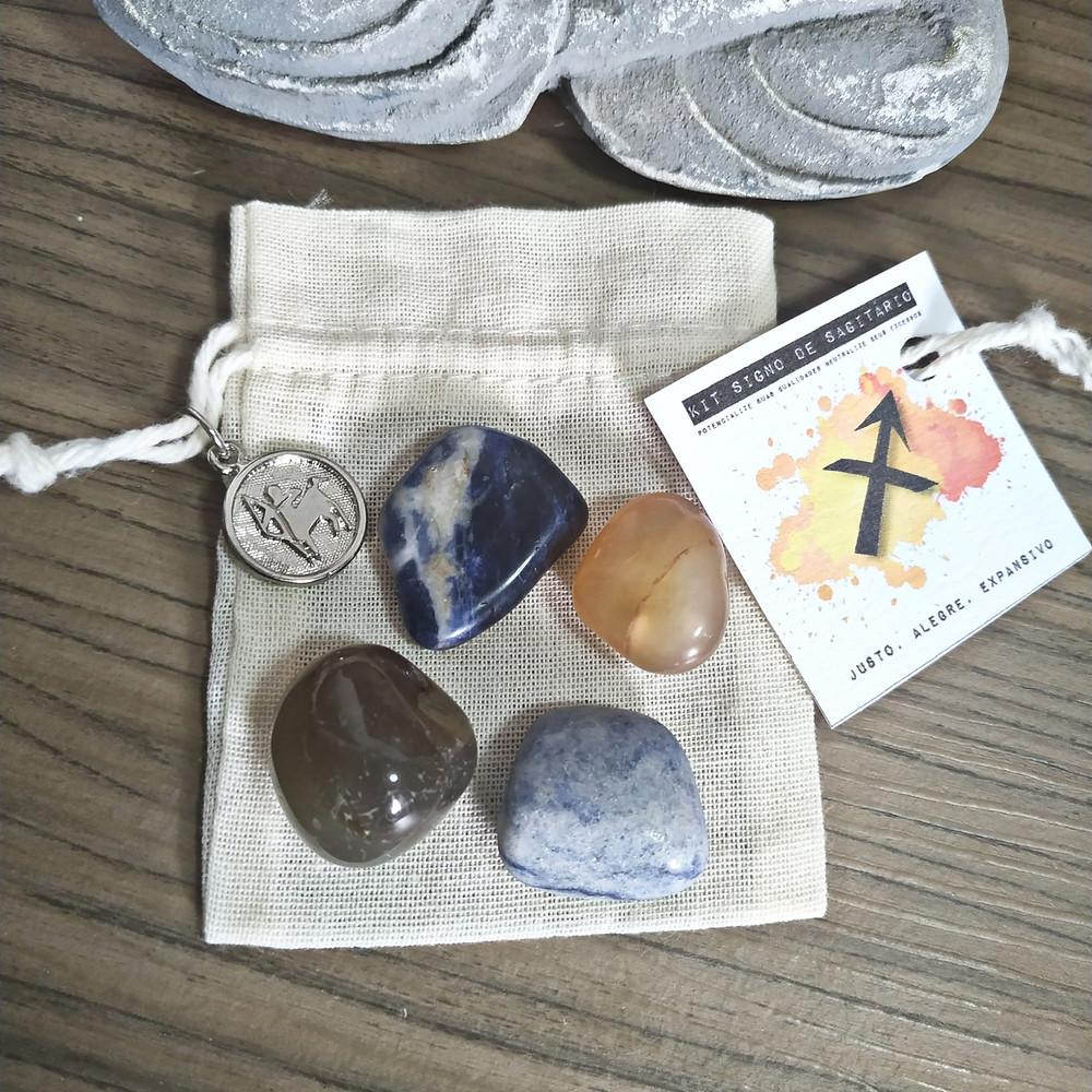 contém 4 pedras que potencializam suas qualidades e neutralizam os excessos.