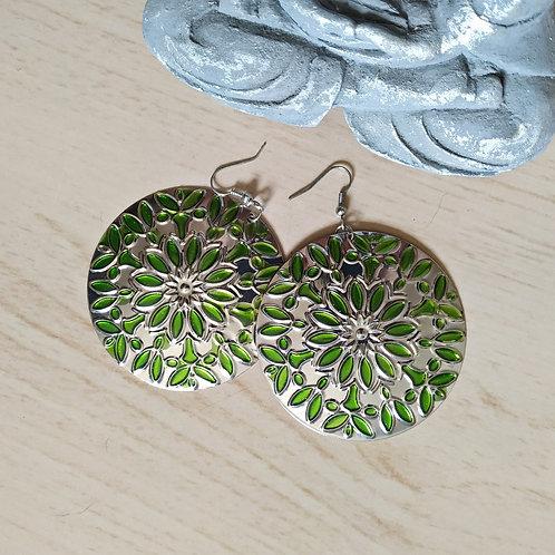 Brinco mandala em metal folhas