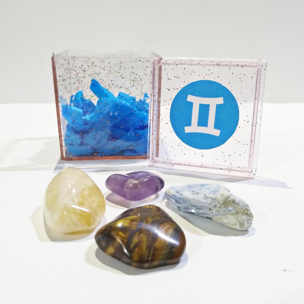 O kit do signo de Gêmeos contém 4 pedras que potencializam suas qualidades e neutralizam os excessos.